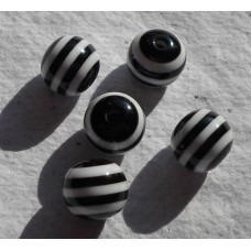 Acrylic ~ 10mm Round Beads in Black and White